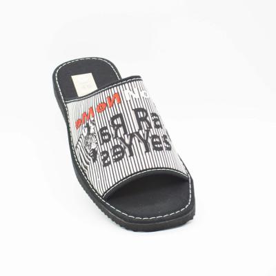 Zapatilla descalza y abierta