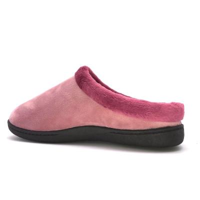 Zapatilla de casa descalza...